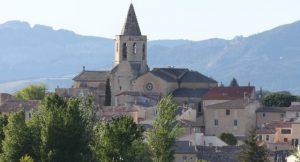 la proximité et le charme d'un village provençal